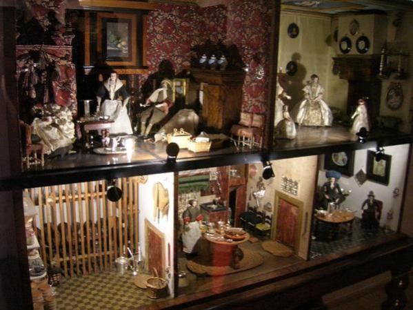 37-Petronella-Oortmans-dolls-house-Rijksmuseum-Amsterdam_grande